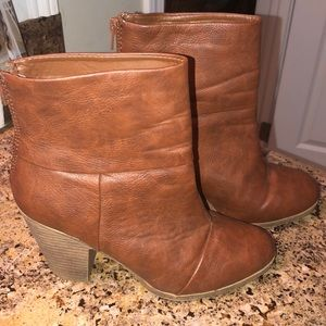 NWOT Brown leather ankle  bootie size 8 zipper